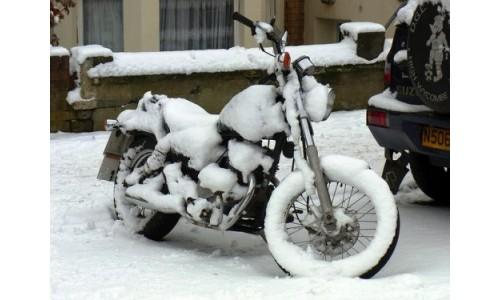 Снимать аккумулятор с мототехники на зиму или нет?